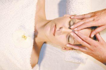 Kosmetik Gesichtsmassage