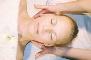 Kosmetik Nackenmassage