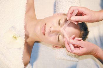 Edelsteinmassage Stirn
