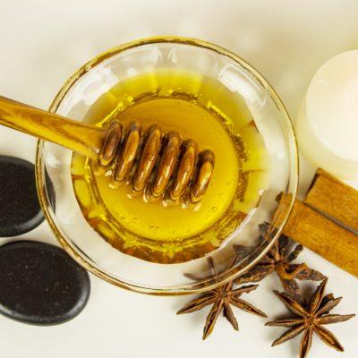 Honigmassage Stillleben Draufsicht Quadrat