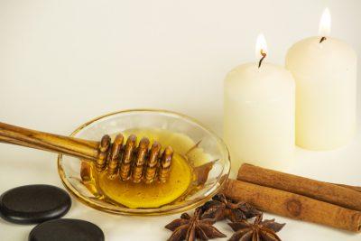Honigmassage Stillleben Hotstones Kerzen