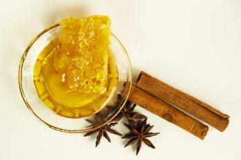 Honigmassage Stillleben Wabe quer