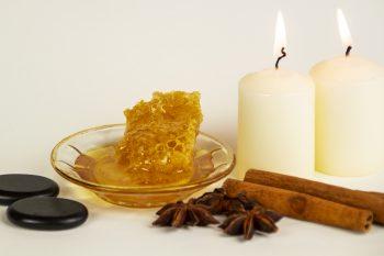 Honigmassage Stillleben Wabe Hotstones